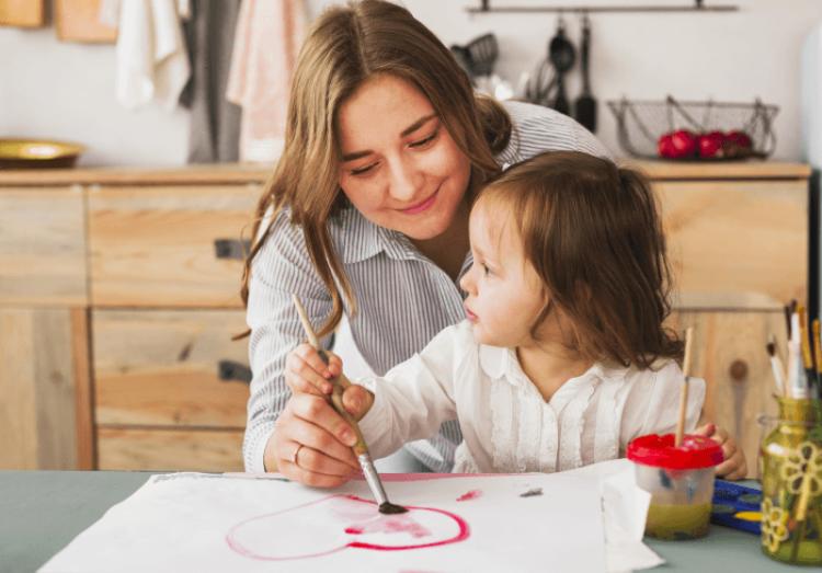 madre-hija-actividades-extracurriculares-ocio-aptitudes-niños R -1