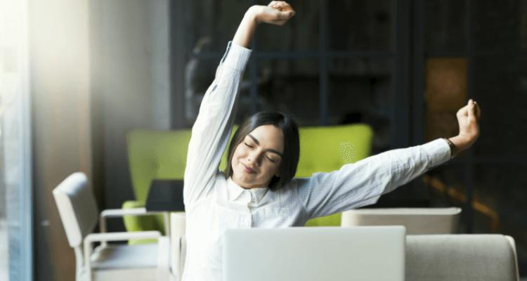 mujer-pausas-saludables-trabajo-remoto 17 -17