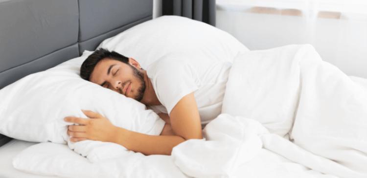 hombre-dormir-siesta-beneficios-recomendaciones-1