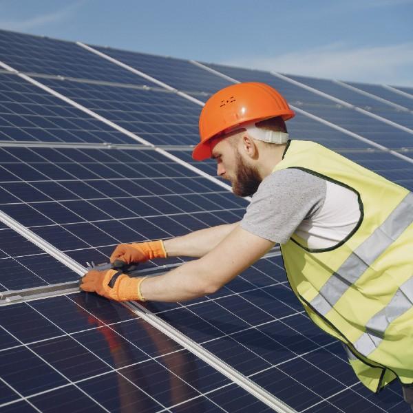 Conoce los beneficios de implementar energía solar en tu empresa